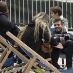 Etudiants en pause dans le jardin à Nice