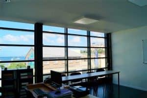 Salle de classe avec vue sur mer