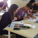 Etudiants travaillant à Notre-Dame