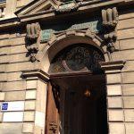 Porte d'entrée de l'école France Langue Paris Notre-Dame