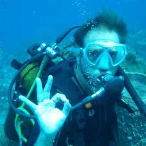 David Sampere qui teste l'activité plongée en Martinique