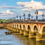 Pont de Pierre au dessus de la Garonne