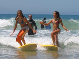 Cours de surf avec notre partenaire